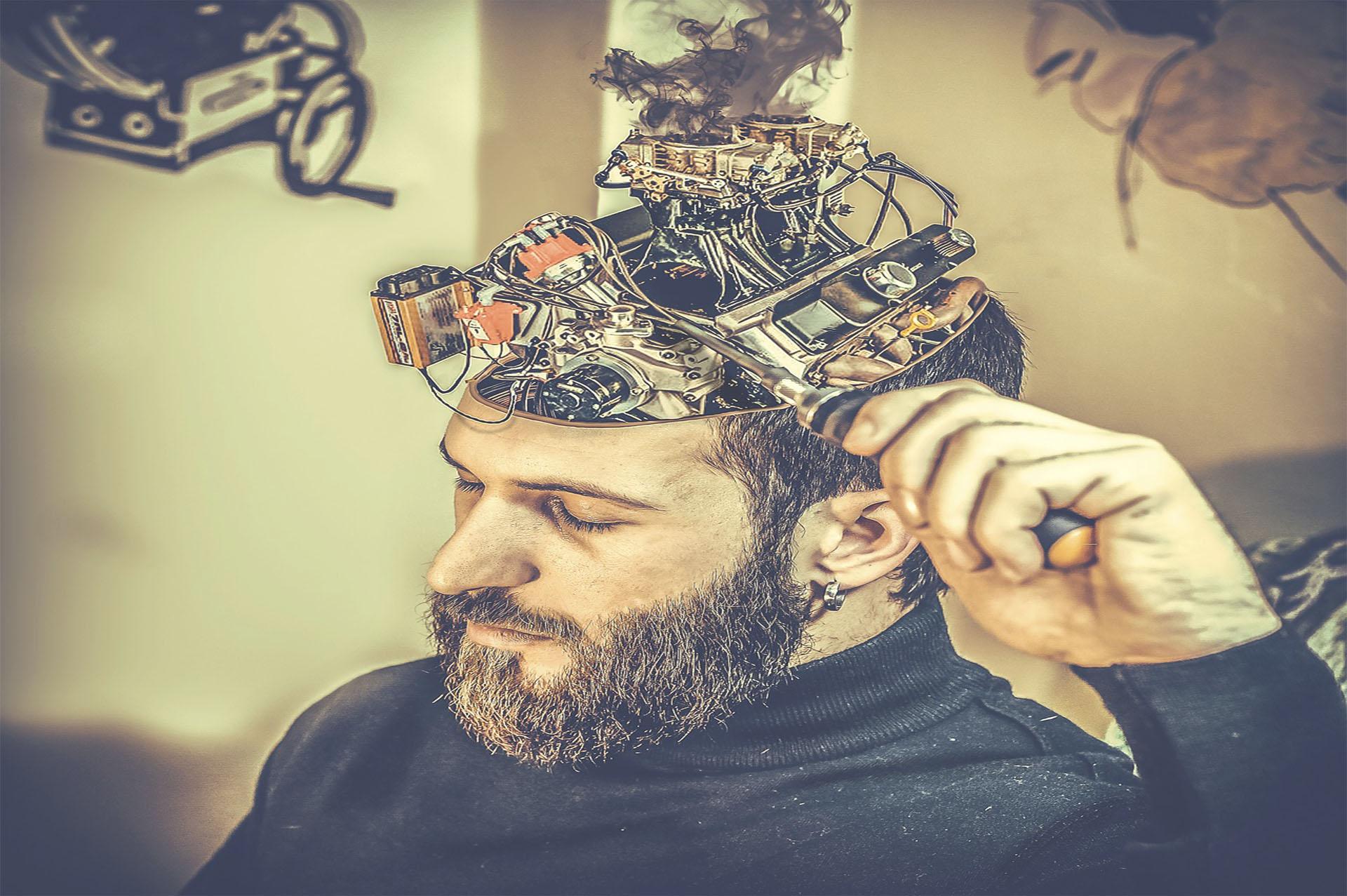 脳の誤作動を修正している男性